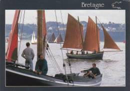 Cp , RÉGION BRETAGNE , Vieux Gréements En Régate (Douarnenez - 1988) - Bretagne