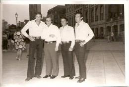 GROUP OF MEN-GROUPE D´HOMMES SEXY FASHION 1970 ARGENTINA NON CIRCULEE NO EDITADA GECKO. - Mode