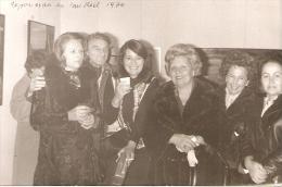 GRUPO DE PERSONAS GROUP OF PEOPLE GROUPE DE PERSONNES FASHION VINTAGE FOURRURE 1973 12 X 19CM  VOYAGÉE PAS ÉMIS  GECKO - Mode