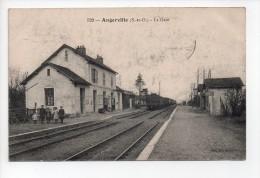 ANGERVILLE (S. Et O.) - La Gare - Animée Et Train - (20) - Angerville