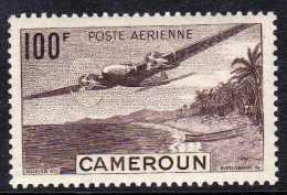 Cameroun P.A.  N°  30 X  100 F. Lilas-brun   Trace De Charnière Sinon TB - Cameroun (1915-1959)
