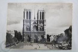 Old Real Photo Postcard France - Paris - Notre Dame De Paris - Old Cars & People - Notre Dame De Paris
