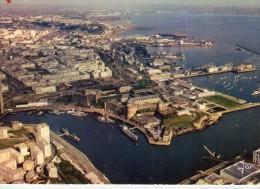 Brest.. Belle Vue Aérienne Du Port De Commerce.. Le Château.. Entrée De La Penfeld.. Bateaux.. Cargos - Brest