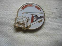 Pin´s Camion Des Transports GT Location. Centre Est - Transportation