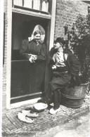 Huizen, Huizer Klederdrachten (open Deur) Glansfotokaart - Unclassified