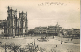 11590. Postal VITRY Le FRANÇOIS (Marne), La Cathedrale, La Poste Et Caise Epargne - Vitry-le-François