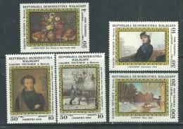 Madagascar n� 771 / 75 XX Tableaux de peintres russes  � Moscou, les 5 valeurs, sans charni�re, TB