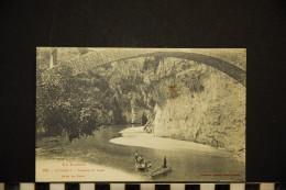 CP, 48, SAINT CHELY Gorges Du Tarn Sous Le Pont N°112 Edition Labouche Peu Commune - Saint Chely D'Apcher