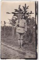 1920 - BLOIS CARTE PHOTO MILITAIRE SERGENT INSTRUCTEUR 113 EME REGIMENT D INFANTERIE SUR UN CHEMIN - Personnages