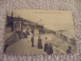 A247. CPA.  14. VILLERS-SUR-MER.  L'Etablissement De Bains. La Digue.  Beau Plan Animé.  écrite & Voyagée 1909 - Villers Sur Mer