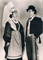 En Normandie 1534  Costumes De La Bourgeoisie Du Pays D'auge - Costumi