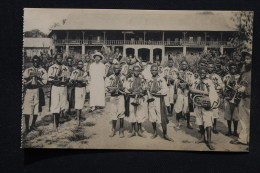 Congo Belge Fanfare Avec Missionaire - Belgisch-Congo - Varia