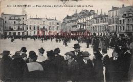 17 - LA ROCHELLE - Place D'Armes - - Café Des Colonnes Et Café De La Paix -  2 Scans - La Rochelle