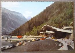 CHAMONIX-MONT-BLANC (74).TUNNEL ROUTIER.NOMBREUSES VOITURES.NON CIRCULE.TBE.ANNEES 60. - Chamonix-Mont-Blanc