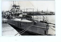 batiment militaire marine francaise contre  torpilleur Balise a quai coque BA lettres egales