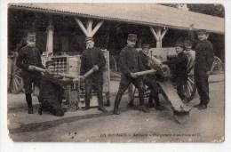 Bourges, Artillerie, Chargement D'une Pièce De 75, éd. E.M.B. N° 624, Militaires, Manque B. G. - Bourges