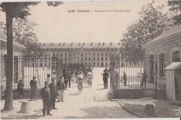 VANNES  -  Caserne  De  La  Bourdonnaye - Militaires  Rentrant  à  La  Caserne  -  Cyclistes. ( Carte Animée ). - Vannes