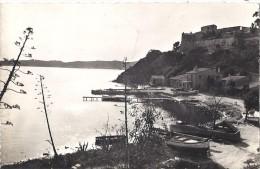 Cpsm - île De Port Cros - Le Château . Le Port ( En L´état ) - Unclassified
