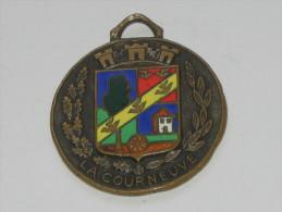 Ancien Insigne - LA COURNEUVE -Municipalité O.M.S - émail Grand Feux  ***** EN ACHAT IMMEDIAT **** - Advertising (Porcelain) Signs