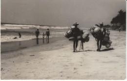 Accra Ghana, Labado Beach Basket Vendors On Beach, C1960s Vintage Real Photo Postcard - Ghana - Gold Coast