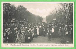 Environs De Saint Amand Montrond  Jeudi Des Dames ,l'Avenue De La République Pendant Le Concert - Saint-Amand-Montrond