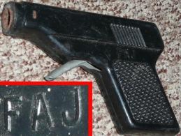 Rare Ancien Jouet Pistolet à Bouchon Bouchons De La Marque FAJ - Jouets Anciens
