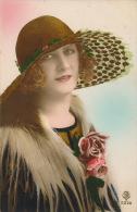 FEMMES - FRAU - LADY - Jolie Carte Fantaisie Portrait Femme Avec Chapeau - Femmes