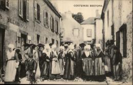 29 - PLOUGASTEL-DAOULAS - Costumes Bretons - Sortie De Messe - Plougastel-Daoulas