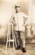 CPA 1166  - MILITARIA - Carte Photo Militaire - Soldat N° 299 Sur Le Col - Photo H. BACQUET à ROMORANTIN - Patriotiques