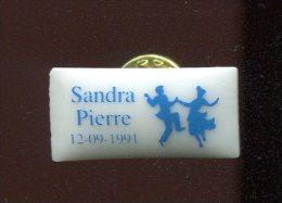 PINS SANDRA ET PIERR LES DANSEURS  /  THOSCA PORCELAINE  LIMOGES - Musique