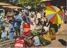 AFRIQUE,GABON,le Marché De Libreville,ancienne Colonie Française,vendeuse,métier - Gabon