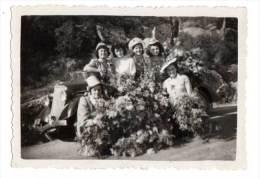 Photo Automobile à Identifier, Femmes Et Fleurs - Automobiles