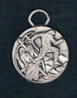 HOMBRE CON BALLESTA SOBRE FONDO PLATEADO - Monedas