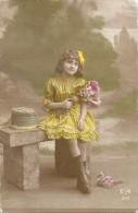 CPA COLORISEE De1917 - Une Petite Fille Aux Fleurs - VAN -- - Auguri - Feste