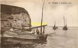 Cpa 76 Yport, Le Port, Bateaux Et Pêcheurs Au 1er Plan - Yport