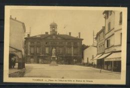 CPA: 71 - TOURNUS - PLACE DE L'HOTEL DE VILLE ET STATUE DEGROUZE - France