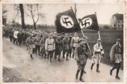 IMAGE DEFILE TROUPE NAZIE - Vieux Papiers