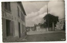 CHAMPDENIERS. - Carrefour Et HÔTEL. - Champdeniers Saint Denis
