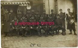 Carte Photo Soldats 69e R Infanterie Avec Képis En Grande Tenue - Guerre, Militaire