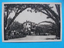 83 : LE LAVANDOU : PLACE ERNEST-REYER    C.P.A.carte En Trés Bon état , - Le Lavandou