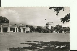 CAR8   --   BANGUI  ( A.E.F. )   --   LA PLACE EDOUARD RENARD  --   OLD CAMION  --  REAL PHOTO PC - Zentralafrik. Republik