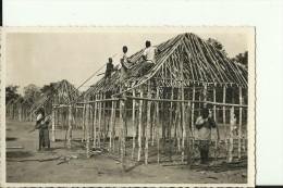 CAR33   --    OUBANGUI  ( A.E.F. )   --   CONSTRUCTION D `UN VILLAGE  --  REAL PHOTO PC - Centraal-Afrikaanse Republiek