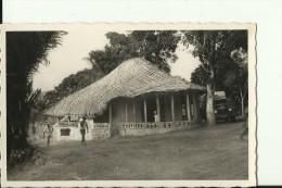 CAR35   --    OUBANGUI  ( A.E.F. )   --   UNE CASE DE PASSAGE  --   OLD CAMION  --  REAL PHOTO PC - Centraal-Afrikaanse Republiek