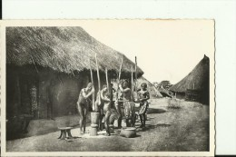 CAR36   --    OUBANGUI - CHARI  ( A.E.F. )   --   PILLAGE DU MIL  --   NUDE  --  REAL PHOTO PC - Centraal-Afrikaanse Republiek