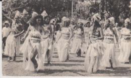 Dans Le Village De Bougainville Tahiti Danseuses Carte 18 X 10,5 - Tahiti