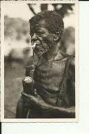 CAR48   --   OUBANGUI  ( A.E.F. )   ---   VIEUX   M `BAKA - MANDJA   ---  MAN WITH PIPE  --  REAL PHOTO PC - Centraal-Afrikaanse Republiek