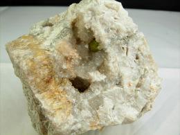 PYROMORPHITE DANS GEODE DE QUARTZ 7 X 6, CM AUROUZE - Minéraux & Fossiles