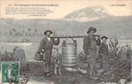 15 - L'Auvergne - Transport Du Lait Dans Un Buron - France