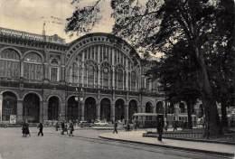 """02988  """"TORINO - STAZIONE PORTA NUOVA"""". ANIMATA. AUTO E TRAMWAY ANNI ´50.  CARTOLINA ORIGINALE. SPEDITA 1955. - Stazione Porta Nuova"""