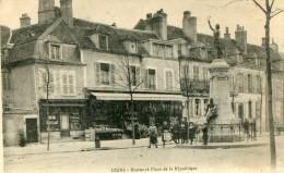 CPA 58 COSNE STATUE ET PLACE DE LA REPUBLIQUE - Cosne Cours Sur Loire
